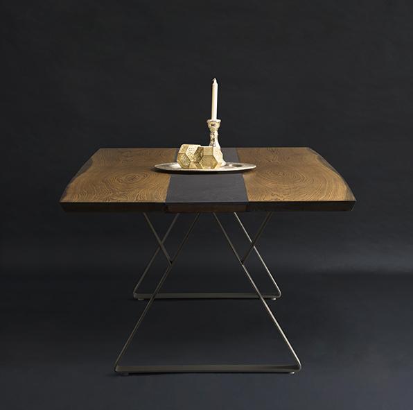 Plankebord med integreret bordskåner