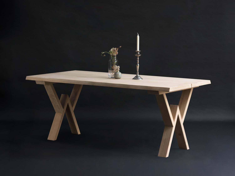 Plankebord med w Ben