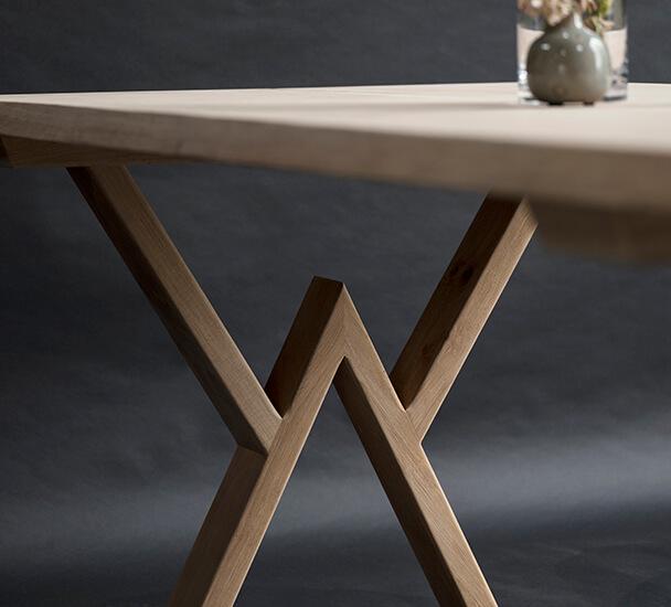 egeplankebord med w-ben